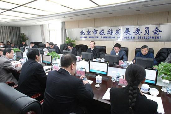 邵琪伟一行来到首都旅游产业运行监测调度中心检查了北京春节黄金周假日旅游工作的落实情况。