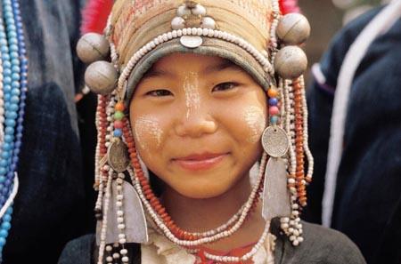 牙齿越黑越美丽 阿卡族的另类美