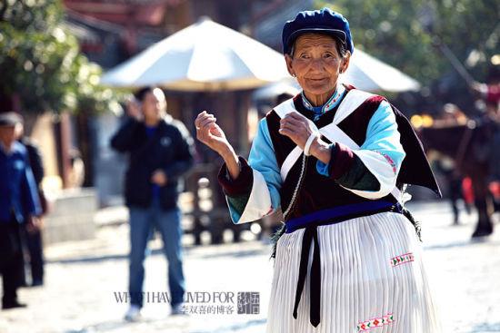 新浪旅游配图:纳西老奶奶 摄影:李双喜
