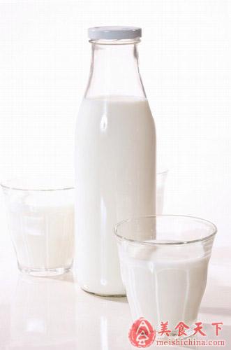 牛奶虽好 10种人少喝为妙