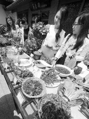 """""""野菜盛宴"""" 现代快报记者 赵杰 摄"""