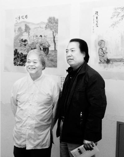 图为画展现场两岸艺术家(左为林晋)合影。本报记者 李炜娜摄