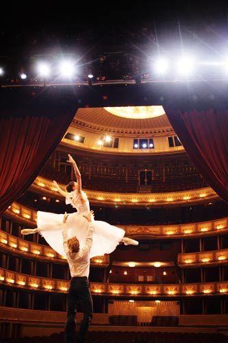 维也纳歌剧院国家歌剧院芭蕾舞团_ 首席舞蹈员_ 玛丽亚·雅可夫列娃和基里尔·克尔拉伊夫_维也纳旅游局_皮特·里高摄