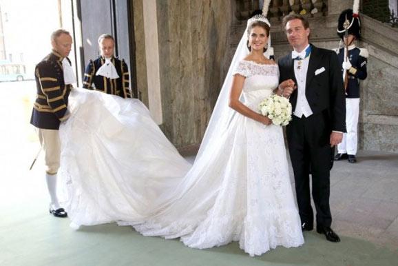 玛德莲 婚纱/玛德莲公主身穿Valentino的订制礼服,衬裙部分有轻薄的玻璃纱和...