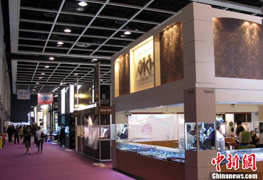 6月20日,第二十六届六月香港珠宝首饰展览会在会展中心隆重开幕。中新社发 任海霞 摄