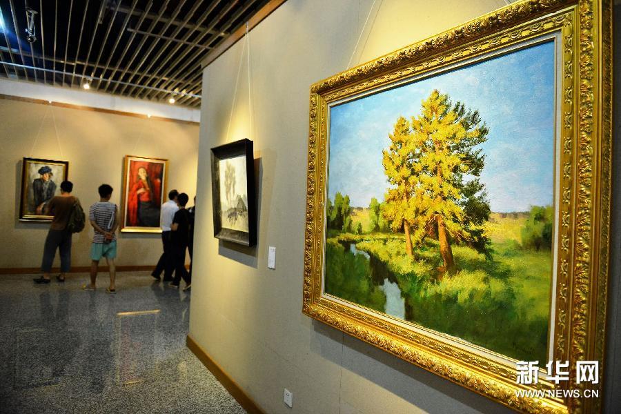 6月25日拍摄的列宾美术学院的油画作品《松树》