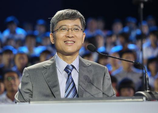 谭景春:中国社会科学院语言研究所词典编辑室主任,研究员,博士生导师。