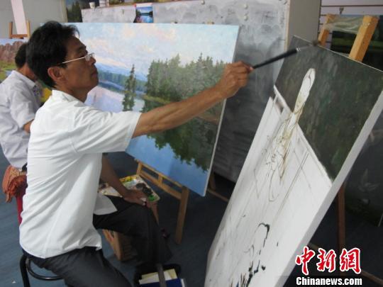朝鲜画家在画展现场作画 杨静 摄