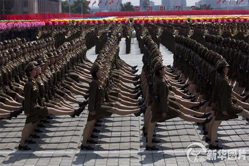 朝鲜鹅式步伐视频_[视频]《朝鲜停战协定》签订60周年:朝鲜举行盛大阅兵式 金正恩 ...