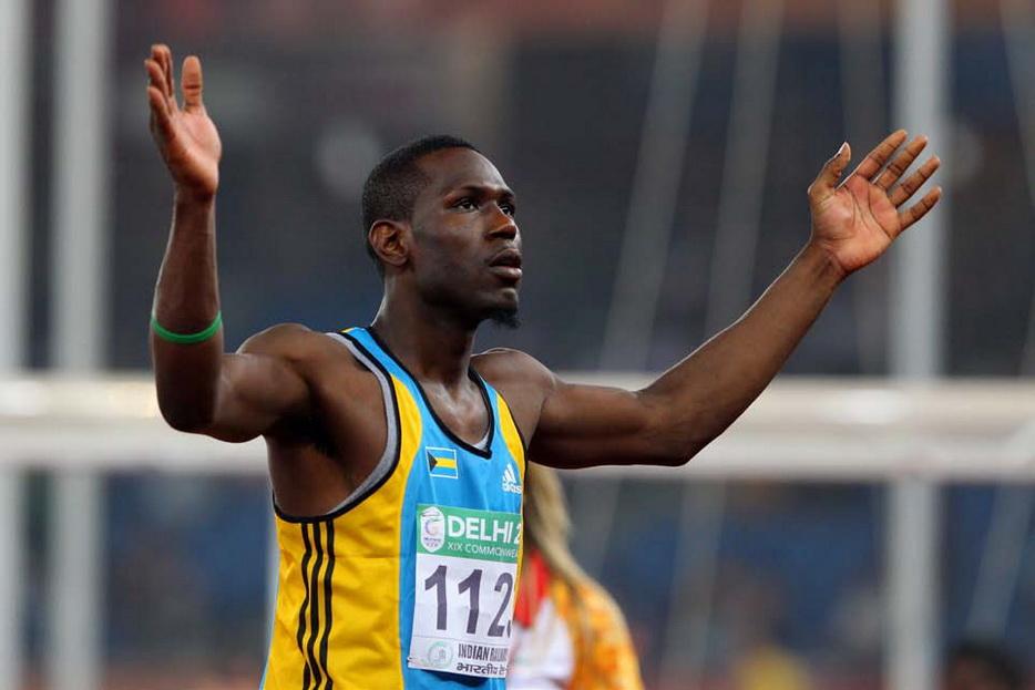 """巴哈马跳高运动员托马斯。他在出道时一举击败世界跳高名宿,却在六年努力练习后成绩没有一厘米提高,看上去正是""""10000小时""""定律的反例"""