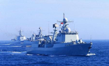 中国赴俄舰队在日本海对抗演练