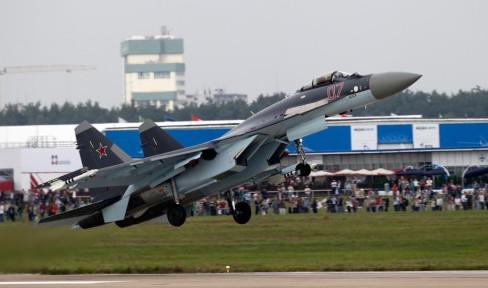 苏-35是俄罗斯苏霍伊设计局在苏-27战斗机的基础上