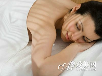 女人睡前吃这10种食物 毁掉