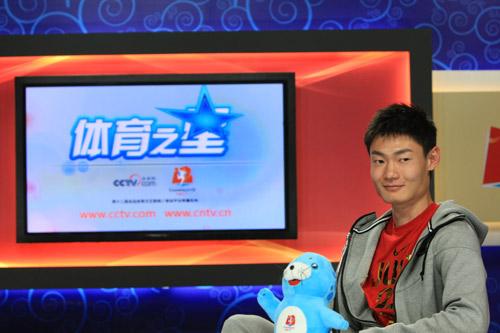 张培萌做客CNTV前方演播室,够帅吧