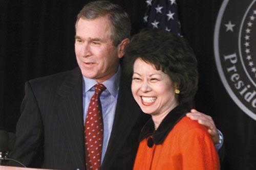 赵小兰和美国前总统布什的合影