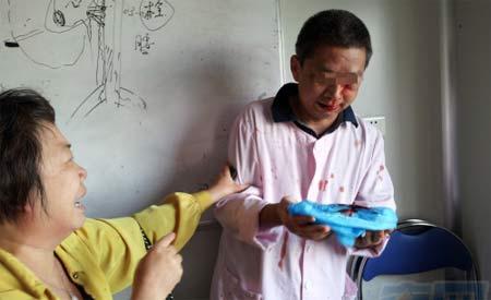 事发时广医二院方熊旭明主任被殴打致伤的现场。