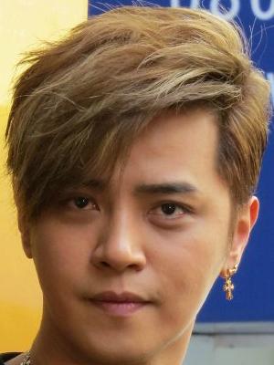 罗志祥酷帅发型斜刘海修颜又帅气