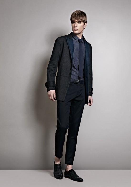 013秋冬新款西服款短大衣采用了毛呢面料,一贯热爱创新的VJC设图片