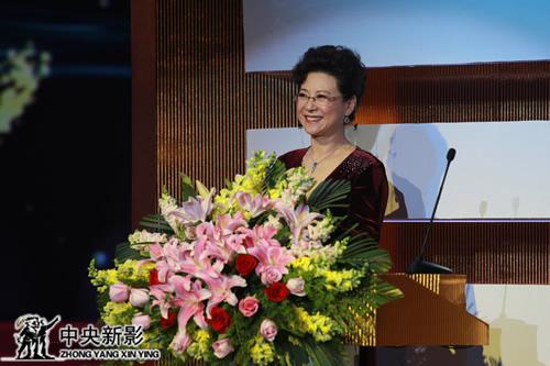 丝瓜成版人性视频app著名演员王馥荔代表评委会致辞