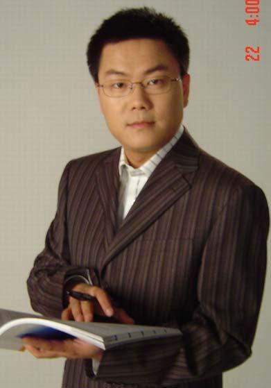 《一线》主持人——王筱磊