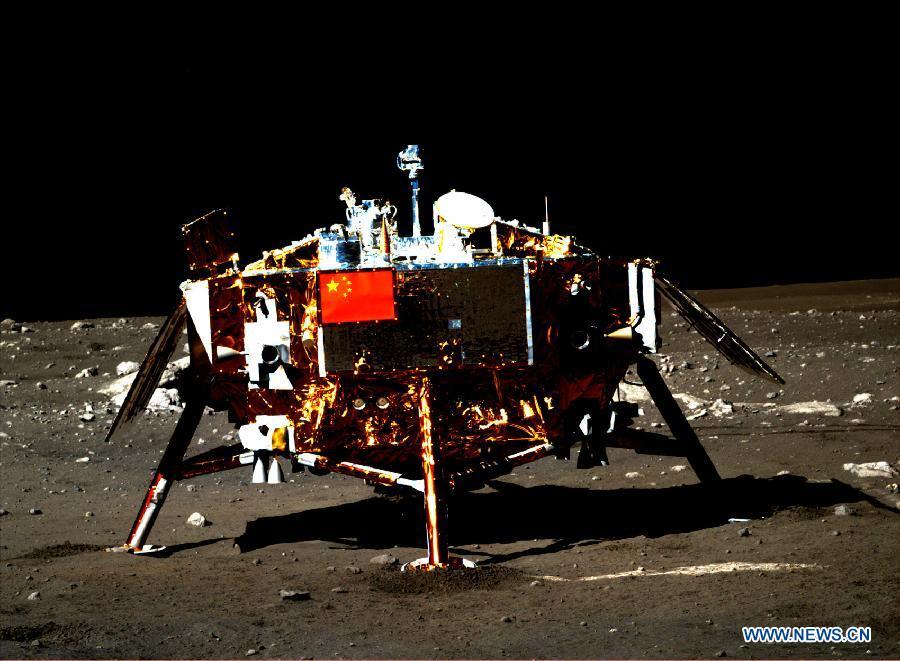 """Китайский луноход """"Юйту"""" приступил к исследованию Луны после завершения взаимной съемки с посадочным модулем """"Чанъэ-3"""""""