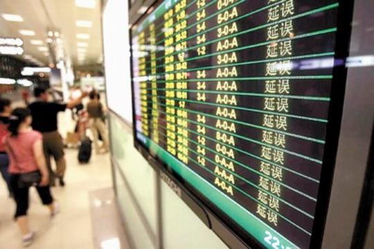 有人在北京首都机场做过蹲点调查,在8小时内所记录的293趟航班中,竟有250趟晚点,晚点率高达85%。