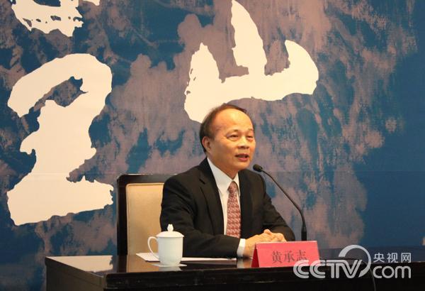 台湾长流美术馆馆长黄承志在会上发言并答记者问。 韩丹 摄