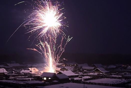 الألعاب النارية الصديقة للبيئة تلقى إقبالا متزايدا مع تراجع مبيعات القديمة