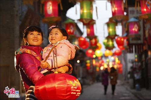 الصينيون بعيد شياو نيان التقليدي