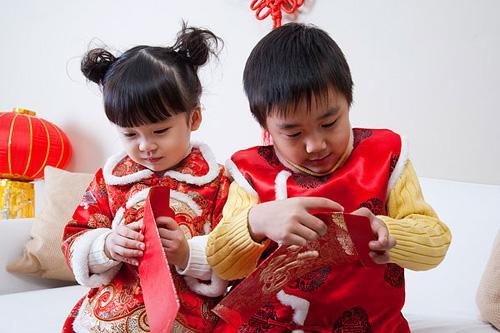 数压岁钱,是孩子们春节里最喜欢做的事。