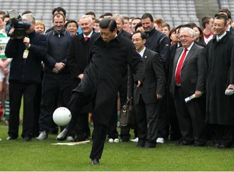 时一展足球脚法
