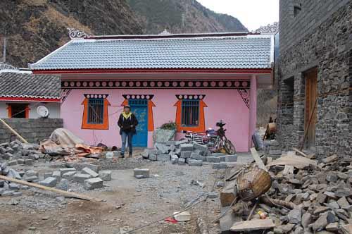 修建中的藏式风貌房屋