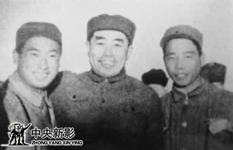 1949年3月,毛主席莅临北平时与徐肖冰(左二)、石益民(左四)、刘德源(左一)合影