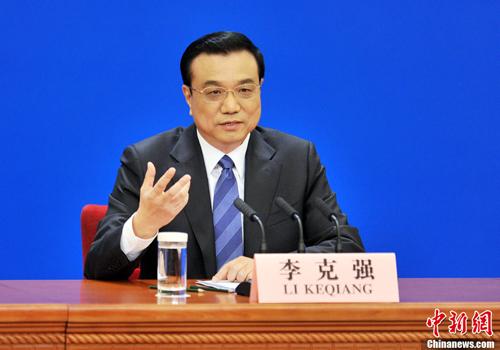 رئيس مجلس الدولة الصيني يجيب على أسئلة الصحفيين الصينيين والأجانب