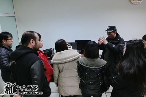 集团胶转磁部主任蒋建伟在进行详细讲解