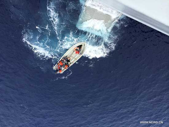 A boat sent by Chinese naval ship Jinggangshan heads for suspected areas to search for the missing flight MH370 in the southern Indian Ocean, on April 7, 2014. Four Chinese ships and a British ship on Monday continued the hunt for missing flight MH370, scanning an expanded sea area in the Indian Ocean in which one of the vessels had earlier picked up a pulse signal consistent with flight recorders. (Xinhua/Bai Ruixue)