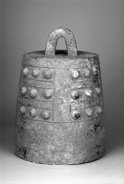 墓葬出土的铜镈钟