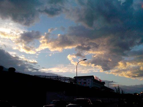 瞬息万变的云