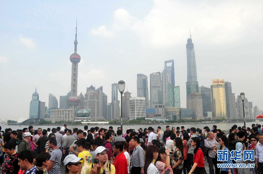 Туристы со всего мира съехались в Шанхай на праздники