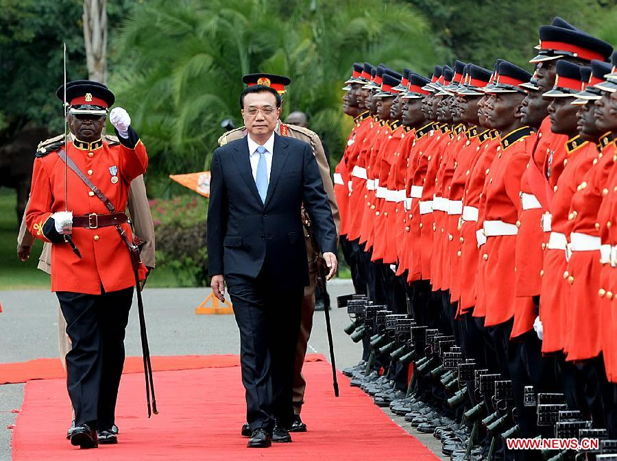 Chinese Premier Li Keqiang attends a welcoming ceremony held by Kenyan President Uhuru Kenyatta in Nairobi, Kenya, May 10, 2014.