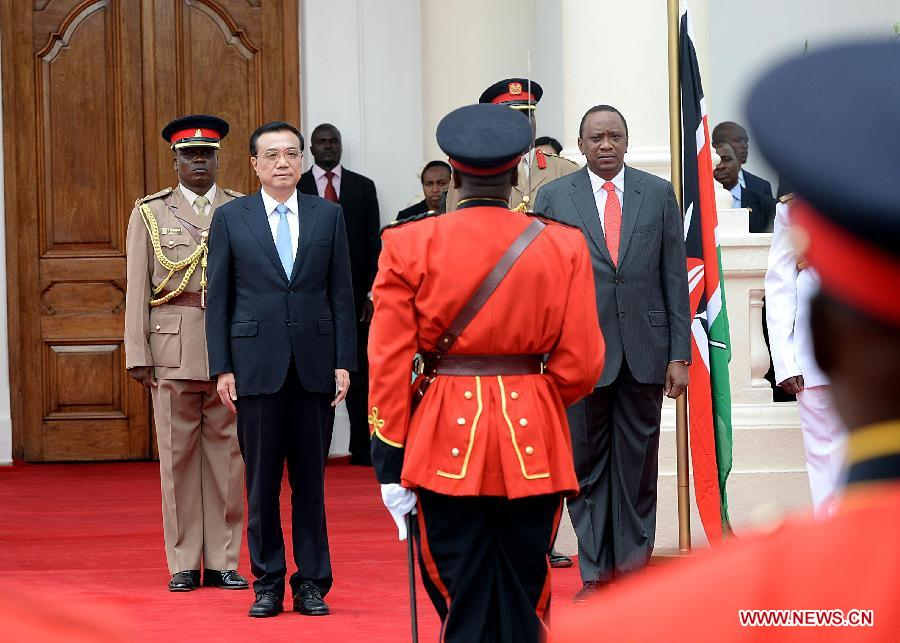 Chinese Premier Li Keqiang attends a welcoming ceremony held by Kenyan President Uhuru Kenyatta in Nairobi, Kenya, May 10, 2014. (Xinhua/Li Tao)