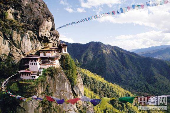 建在帕罗山谷900米高空中的虎穴寺,是不丹的封面.