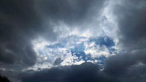 你把梦想藏进乌云的间隙