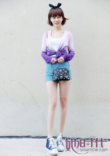 清新/紫色渐变开衫内搭白色背心,清新优雅的上衣配色,搭配蓝色高腰...