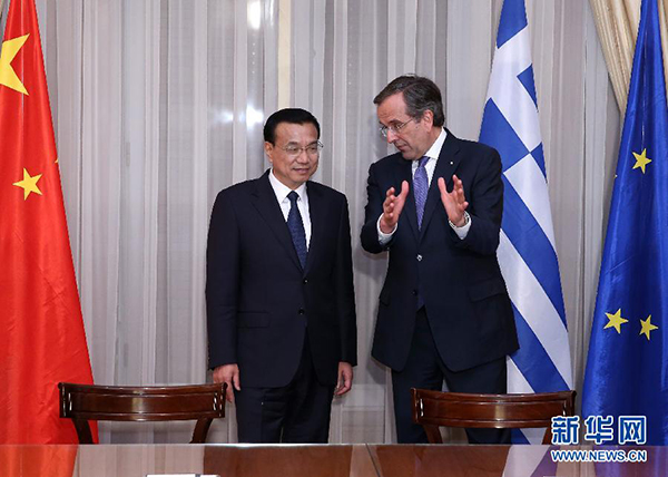 Chinese Premier Li Keqiang and Greek Prime Minister Antonis witness a signing ceremony in Athens. (Xinhua)
