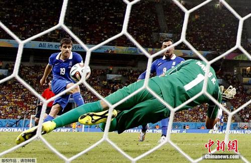 منتخب كوستاريكا يفوز على نظيره اليوناني بنتيجة ستة أهداف مقابل أربعة من خلال الركلات الترجيحية