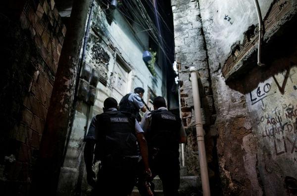 真实记录巴西军警危险工作