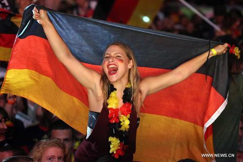 مشجعو ألمانيا يحتفلون بالفوز المذهل على منتخب البرازيل