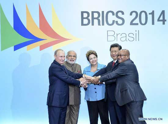 Chinese President Xi Jinping (2nd R) poses for a group photo with Russian President Vladimir Putin (1st L), Indian Prime Minister Narendra Modi (2nd L), Brazilian President Dilma Rousseff (C), and South African President Jacob Zuma during the sixth BRICS summit in Fortaleza, Brazil, July 15, 2014. (Xinhua/Lan Hongguang)