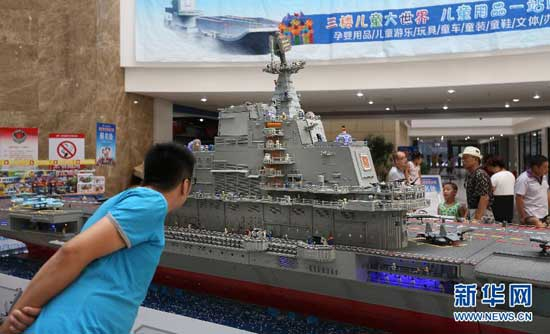 enthusiasts build model of china s first aircraft carrier cctv